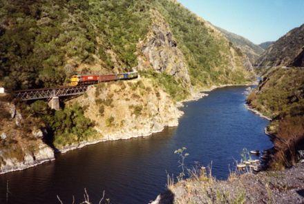 Train in the Manawatū Gorge