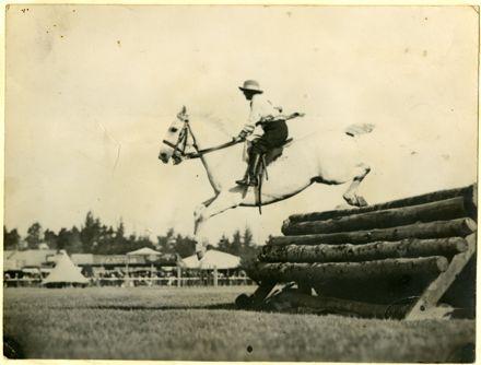 Granny McDonald - Show Jumping