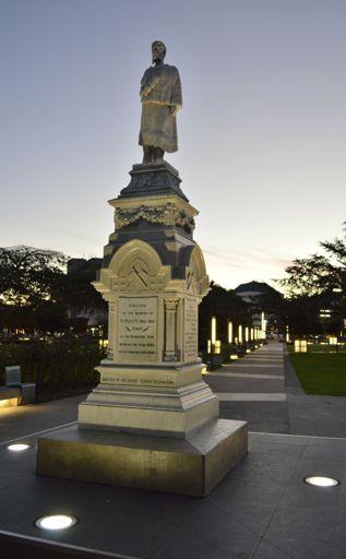 Statue of Te Peeti Te Awe Awe