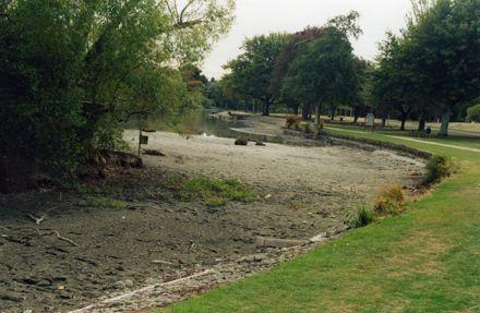 Hokowhitu Lagoon in drought