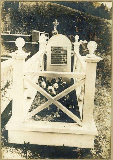 Grave of John Mackrell