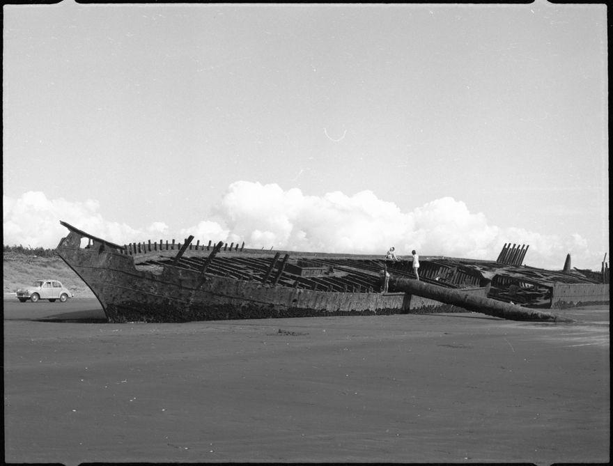 """Hydrabad"" shipwreck, Waiterere Beach"
