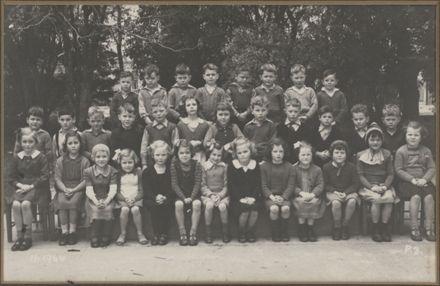 Terrace End School - Primer 3, 1944