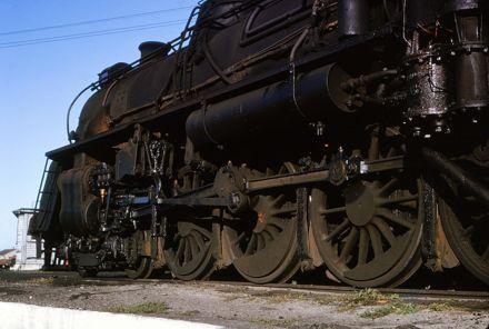 Steam engine driving wheels