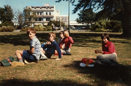 Pahiatua School pupils eating lunch in The Square, Palmerston North