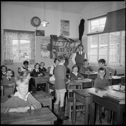 [Full classroom]