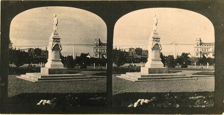 Te Awe Awe Statue, The Square