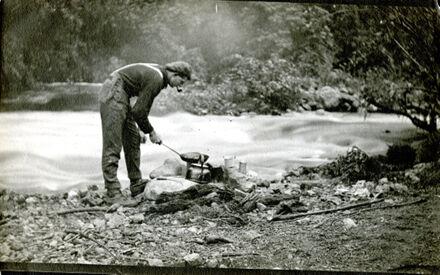 Les Davis cooking trout, Kahutarawa Gorge