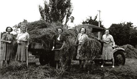 Women working on Farm During World War II, Palmerston North