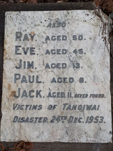 Grave stone for the Nicholls family killed at Tangiwai