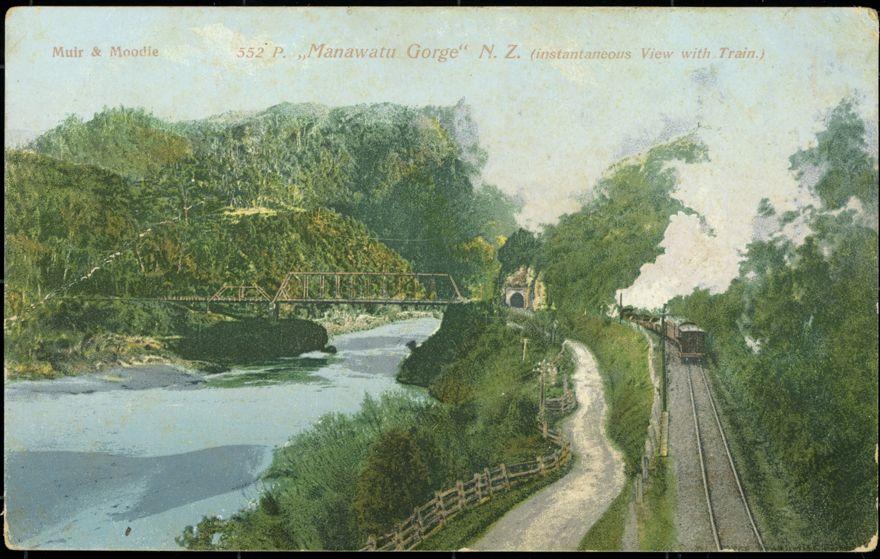 Train in Manawatū Gorge, near Woodville 1