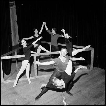 [Six dancers rehearsing]