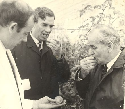 Minister of Agriculture, Levin Hort. Research Centre, 1971