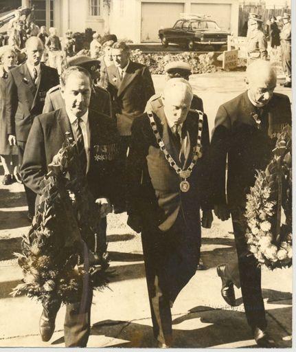 Anzac Day, wreath-laying, 1969