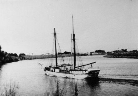 """""""Huanui"""" on the Manwatu River"""