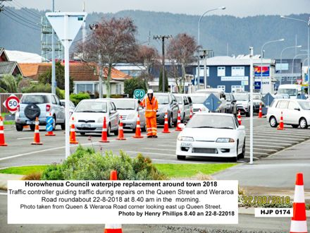 HJP 0174 Traffic controller guiding traffic during repairs on the Queen Street and Weraroa 22-8-2018
