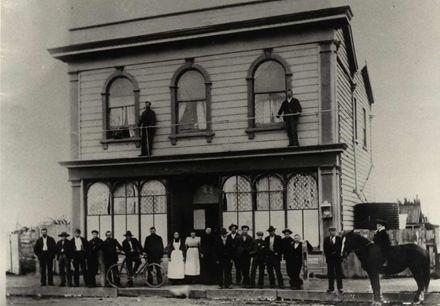 Henricksens Boarding House?