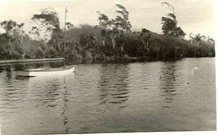 Lake Horowhenua shore -1920's