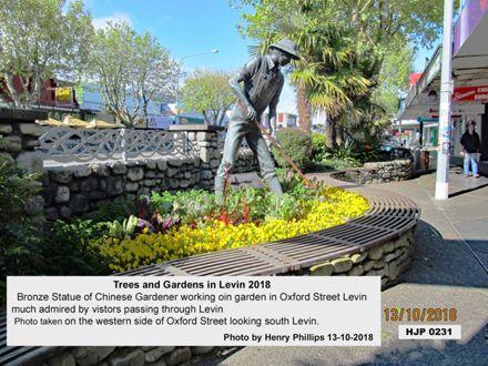 HJP 0231 Bronze statue of Chinese gardener working in garden in Oxford Street Levin 13-10-2018