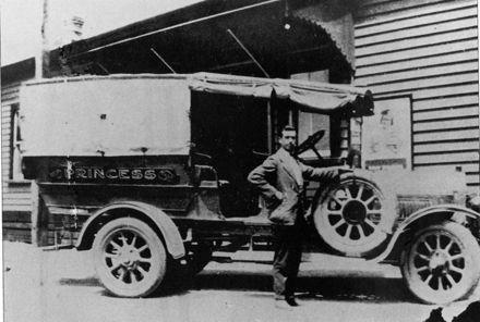 Early Transport on Manakau Roads