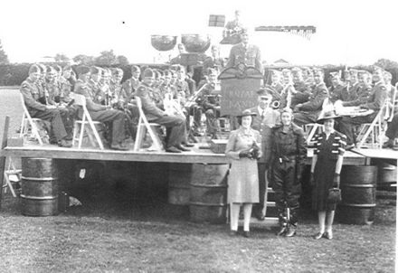 RNZAF Band and Carnival Queens, 1941