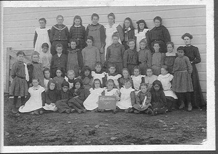 Koputaroa School group, 1910