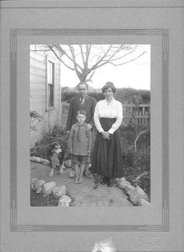 Hughes Family Portrait (outdoors)