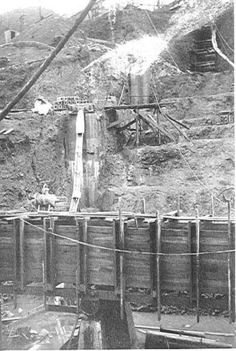 Tokomaru (Arapeti) Dam, constructing foundation, 1920's