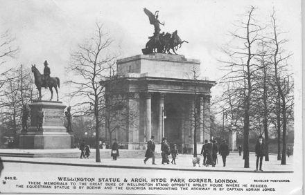 Wellington Statue & Arch, Hyde park Corner, London.
