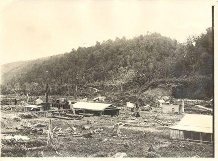 Bartholomew's sawmill, Makahika Valley, 1906