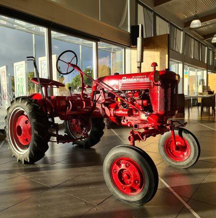 1952 Farmall Cub tractor in the Te Takeretanga o Kura-hau-pō main space