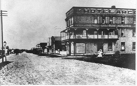 Hotel Arcadia, Levin