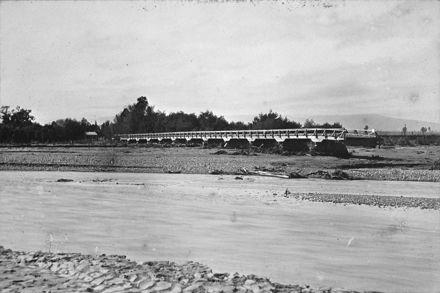 Floods - Oroua River  1897 81-4