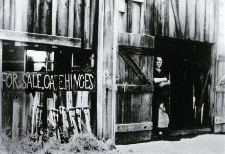 Bill Manning, Blacksmith, Pohangina