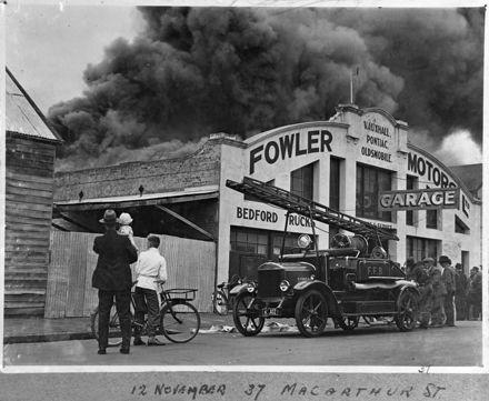 Fowler Motors garage fire - 1942