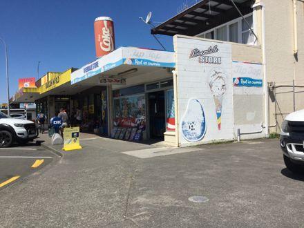 Riverdale Store, Awapuni Shops