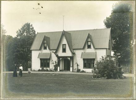 Te Awe Awe Street house