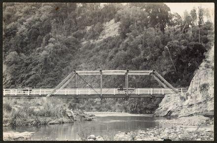 Bridge in Pohangina Valley