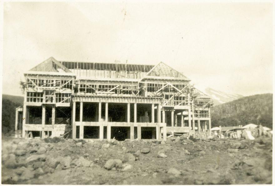 Construction of Chateau Tongariro
