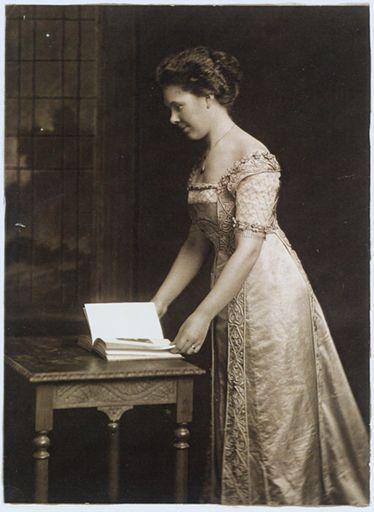Elizabeth Gretchen Moore