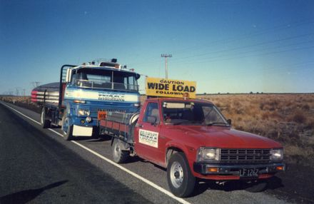 'Wide load' vehicle and truck