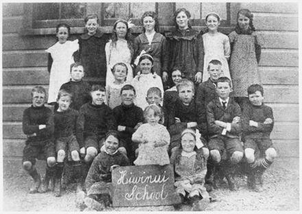 Hiwinui School pupils